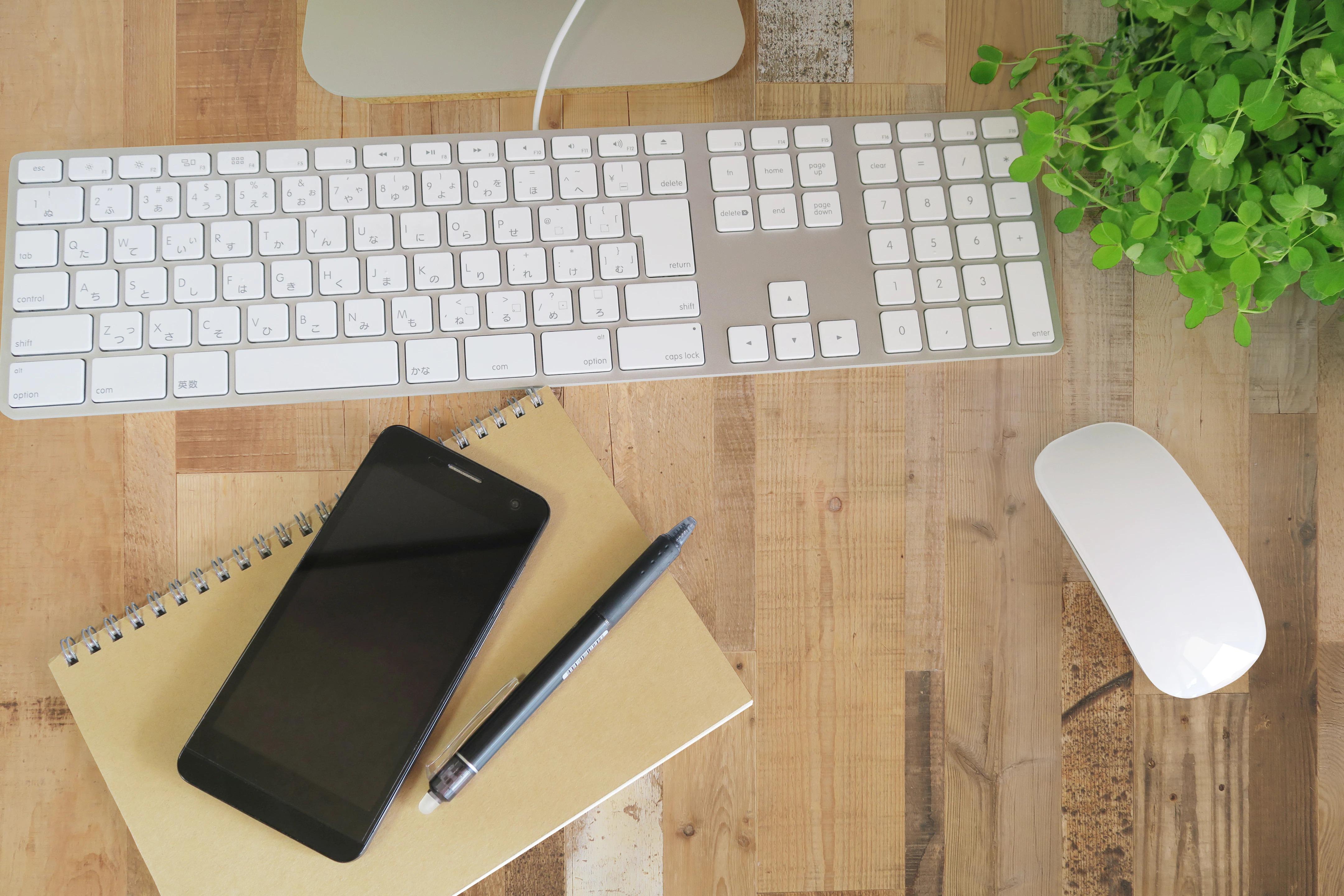 イメージ:仕事のデスクの写真